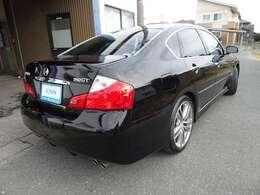 第三者機関の日本自動車鑑定協会(JAAA)の鑑定師が中古車を鑑定。プロがグレーディングレポート(鑑定証)を一台一台に発行します。