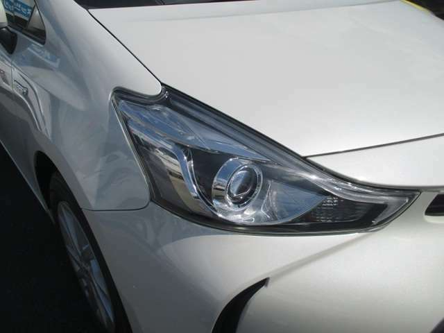 LEDヘッドライト!視界を明るく照らし出し、安全性を高めます。