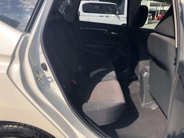 ゆったり座れるシートに乗り降りしやすい広い空間です!