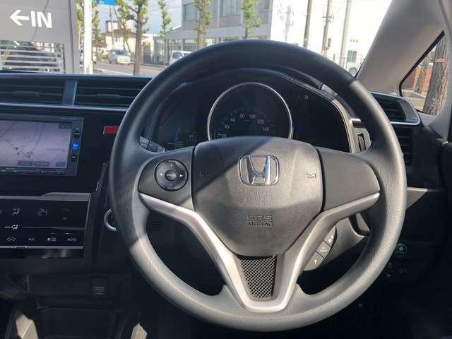 運転しながら手元でオーディオ操作ができます!ハンドルから手、目を放すことなく運転も安心です!