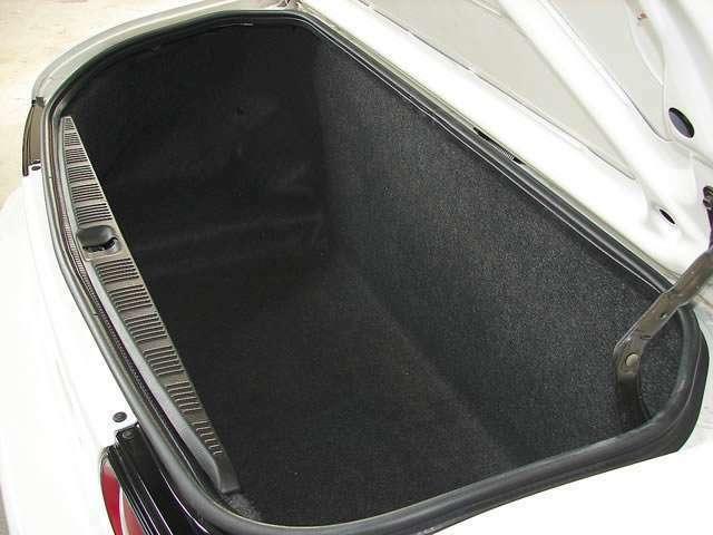 ゴルフバックを収納可能なトランク内、大容量であり旅行などの荷物も沢山積込む事が可能でございます。