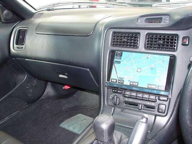 トヨタ純正8インチディスプレイ搭載のHDDナビゲーションを装備、大型画面によりド迫力です。