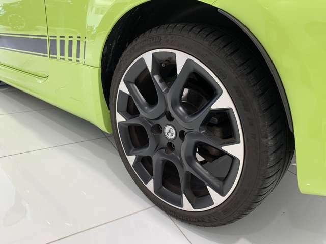 ABARTH車のエキスパートが、専用設備と純正パーツで点検・車検を実施します。