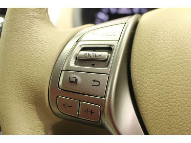 【ステアリングスイッチ】こちらの装備はハンドルから手を放すことなくオーディオの操作ができますので安全に運転することが可能ですよ!