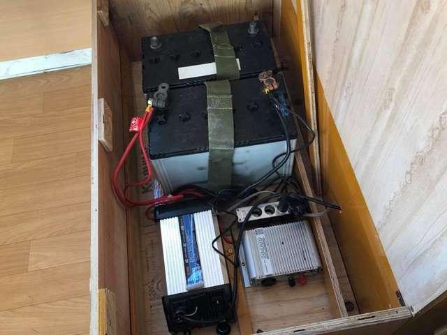 サブバッテリー 100Vインバーター 1000W 12Vシガーソケット 走行充電システム