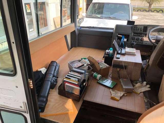 ナビ席 相談。センターのアームレスト兼AVボックスは付属しません。