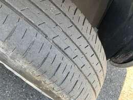 [タイヤ]タイヤの溝も残っています☆山は、4分残っています!もちろん、点検・整備も行っていますので、安心してお乗りいただけます。タイヤ交換の時期は、是非ご相談ください!