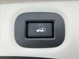 パワーバックドアを装備。ボタン一つで、自動でトランクの扉が開閉いたします。