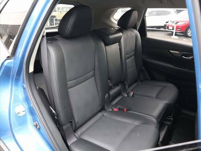 セカンドシートはくつろぎの空間。大人二人が乗っても十分なスペースが確保されております。