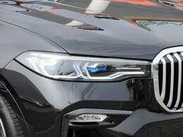 BMWレーザー・ライト(レーザー・モジュール付LEDハイ/ロービーム、LEDフロント・ターン・インジケータ、BMWセレクティブ・ビーム、コーナリング・ライト。光軸自動調整機構付)