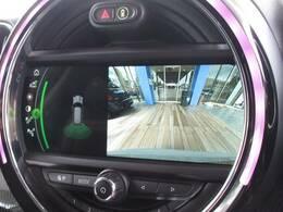 メーカーオプションのバックカメラ装備で後方確認もラクラク。運転が苦手な方にも安心して乗っていただけます。