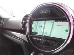【純正タッチスクリーンナビ】です。ミュージックサーバー、Bluetoothなど充実の装備です。