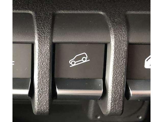 【ヒルディセントコントロール】を自動制御し車両の加速を抑え、定速走行を実現。安心して運転をおこなうことが出来ます♪