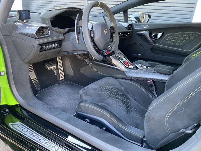 Interior carbon package