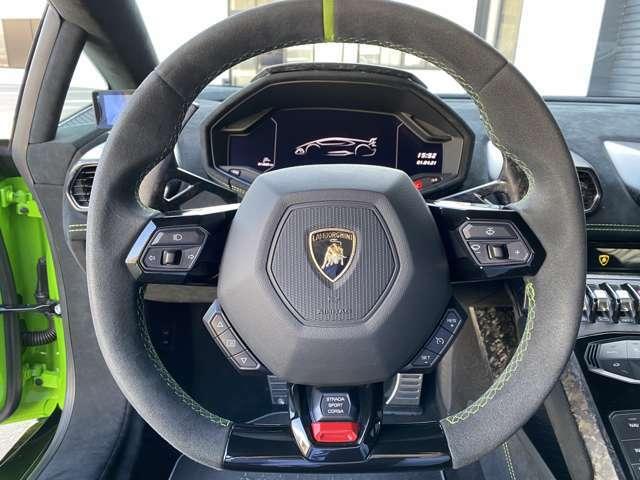 Multifunctional steering wheel in full Alcantara /Cruise control system