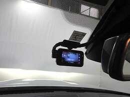 前後撮影可能なドライブレコーダー装備。