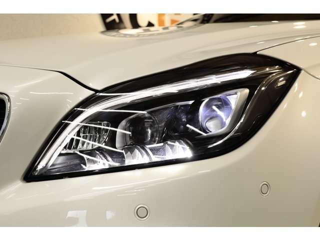 視認性に優れたマルチビームLEDヘッドライトを搭載!視認性も高く、夜間走行時も安心してお乗り頂けます。