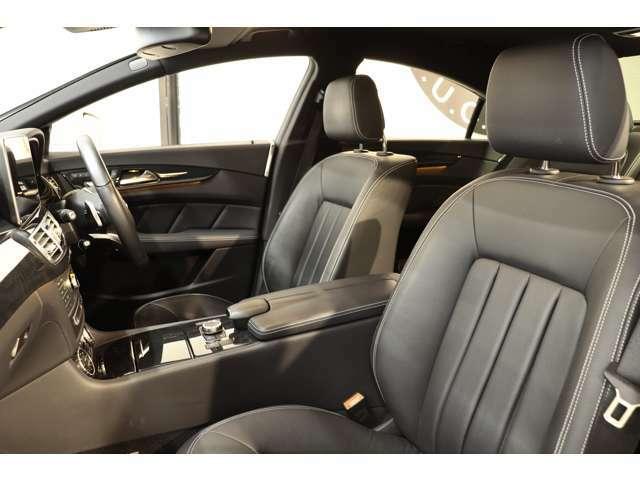 綺麗な状態が維持されたブラックレザーシートを設定!メモリー機能付きパワーシート、全席ベンチレーター、全席シートヒーター、ランバーサポートなど多機能設計でカーライフをサポート致します!