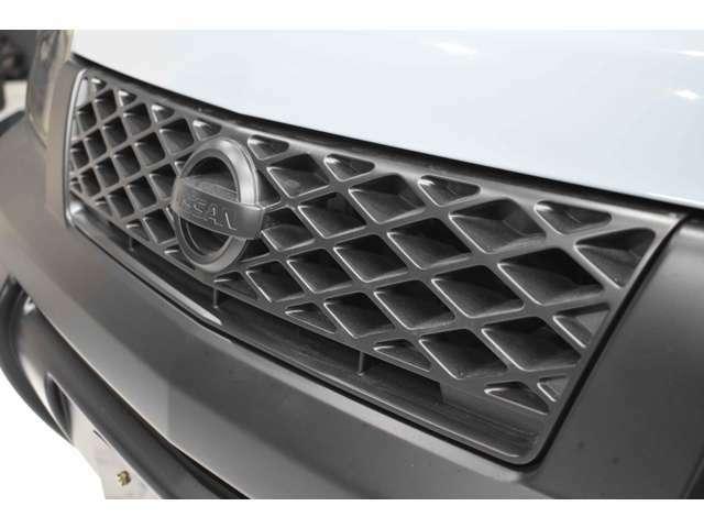 ヘッドライトは一度ヘッドライトをバラバラに分解し、インナーをマッドブラックに塗装しております