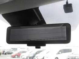 スマートルームミラーは内蔵モニターで後方の状況をクリアな画像で確認でき、通常のルームミラーに切り替えて後席の様子を確認することもできます。
