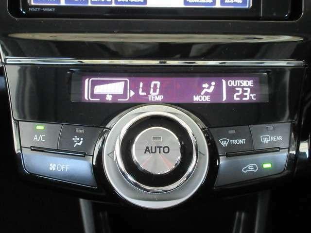 電動モーターでコンプレッサーを作動させるので、エンジンの停止・始動に関わらず快適にすごせる室内空調を実現。アイドリングストップの状態でもエアコンは効き続けます!