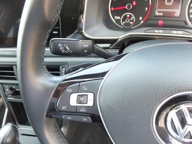ハンドル左側のスイッチでクルーズコントロールの設定が出来ます。