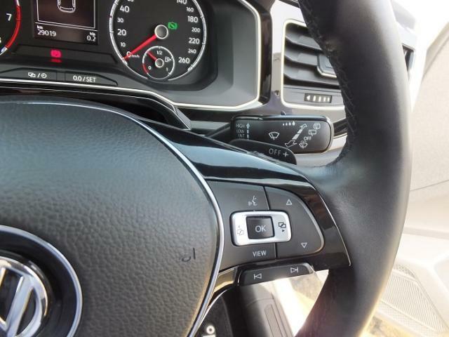 ハンドル右側のスイッチでメーター中央のディスプレイの切り替えが可能となっております。