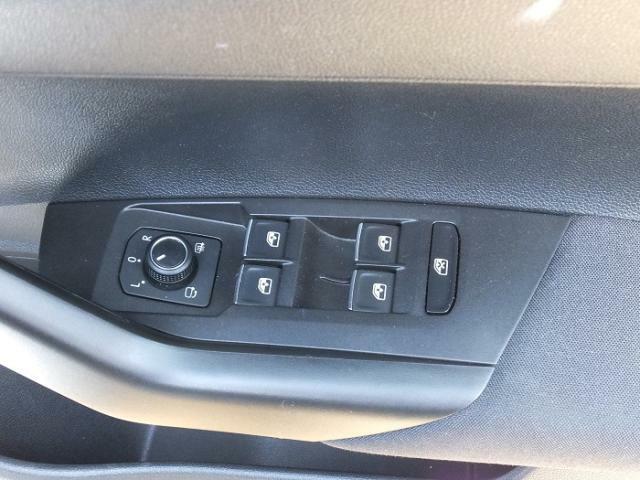 ドアハンドルにあるスイッチででミラーの調節が可能です。