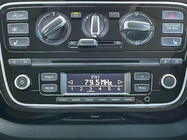 オーディオ操作が簡単で、ドライブを便利で楽しいものにしてくれます。