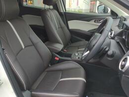 レザーシートの上質さが、特別仕様車ならではの雰囲気を演出しております。室内はルームクリーニング済みです。気になるにおいなども特にございません。ご確認くださいませ。