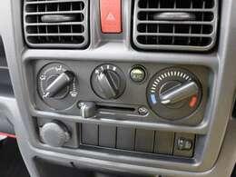 室内を快適な温度に保つ、使いやすいデザインのエアコンです。