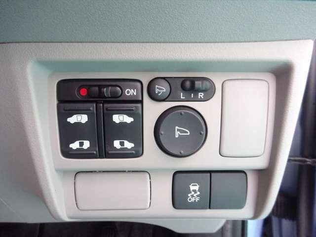 スイッチでリアドアが開閉出来る、リア両側パワースライドドアです。