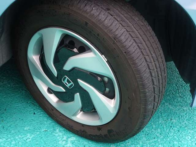 タイヤの溝も、もちろん沢山残ってます!