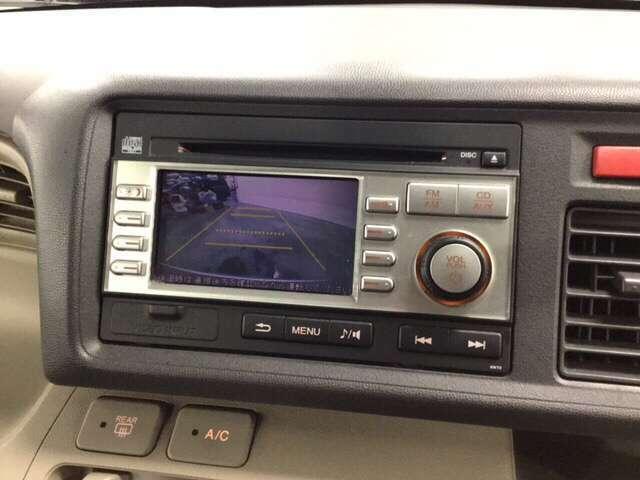 バックモニター+AM/FMチューナー付きCDプレーヤーが付いています。