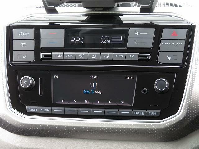 上はエアコンディショナー、シンプルで扱いやすいダイヤル式です。下は、RCD215(オーディオ):ラジオ、CDプレーヤー