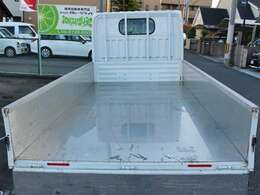 オリジナル縞鋼板ゲートプロテクター・荷室ステンレス加工してます。