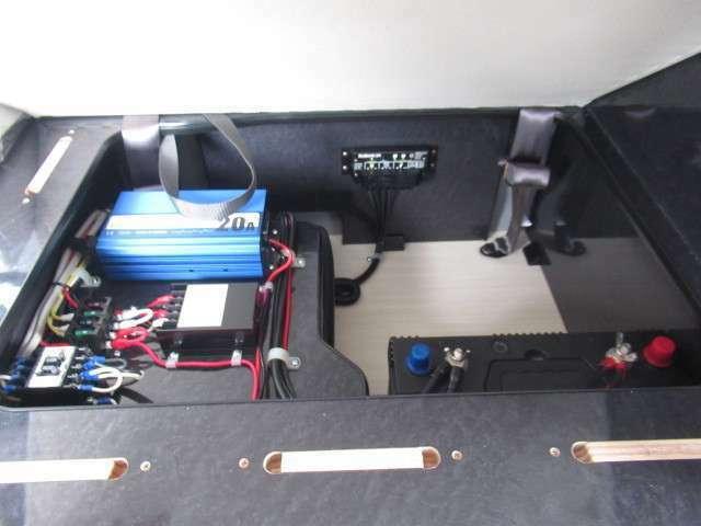 サブバッテリー、走行充電、外部充電、外部電源装備しております!追加架装お任せ下さい♪