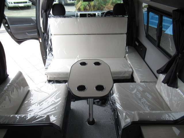 もちろん対面座席としても使用可能です!3列目は横座りシートです♪