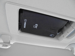 マツダ純正スマートインETC装備。サンバイザーの裏に隠れるように車載器をスッキリ収納!ワンプッシュで車載器が斜めに下がりますのでETCカードの出し入れも簡単にできます。