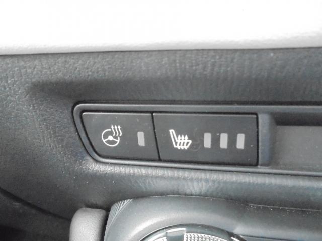 ステアリングヒーター:グリップの3時・9時位置にヒーターを内蔵。すばやくグリップ部を温め、寒い季節にも安全で快適な操作をサポートします。