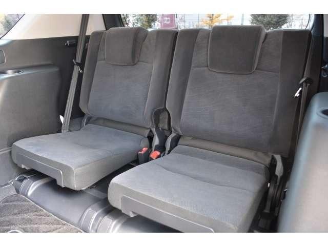 ■3列目のシートも装備しておりますので、大人数でのドライブも可能です!