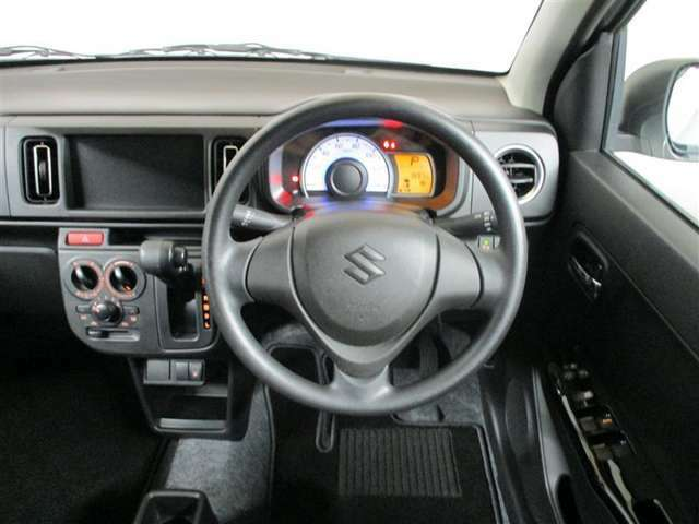 『コクピット』。こここそその車の車両の重要ポイントかもしれません!常に視界に入る場所ですので、ぜひ実際にご乗車されて、さらにイメージを膨らませてください!!お待ちしてます!!