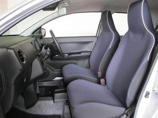 シンプルながらホールド性のいいシートです。しっかりホールドしてくれるシートが長く座っていても疲れにくいんです!是非この座り心地をご体感下さい!!