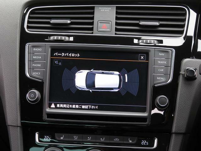 センサーにより障害物などを検知してディスプレイと警告音で知らせるシステム。 障害物 との距離や位置を表示して、駐車時の安全な操作をサポートします。