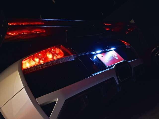 室内のルーム&スポットをはじめ、ポジション灯とライセンス灯もLEDにてフルカスタム致しました。