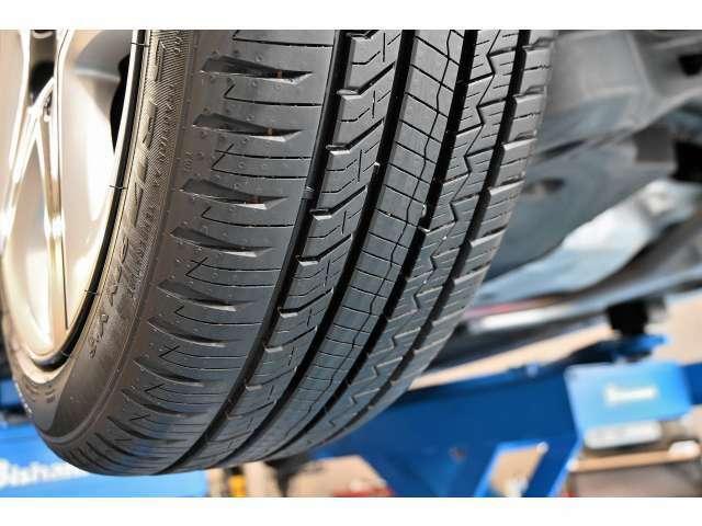 タイヤの残り溝も8から9部山程度あります。製造年月も2021年製10週目になります!タイヤはピレリ P8 FS装着!サイズ215/45R17。