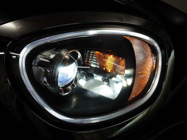 ヘッドライトはLED化でより明るく!