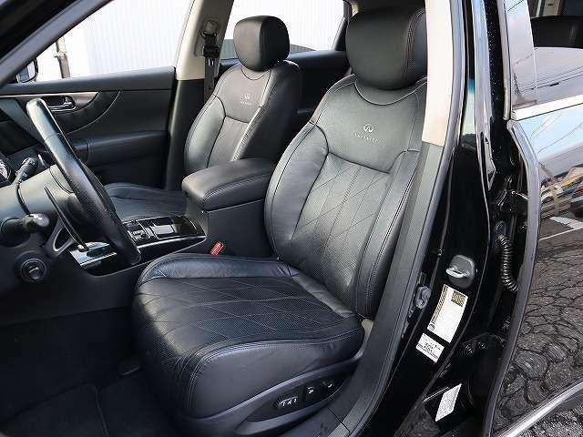 プレミアムパッケージ仕様2ポジションドライバーズメモリーシート、エアコンディショニングフロントシート!先代モデルより表皮の質も高く、高級感があります。