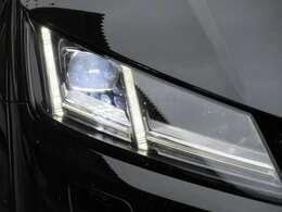 専用LEDヘッドライトユニット♪ ライン状に作られたLEDポジションランプがとてもスタイリッシュでカッコいい仕上がりです♪