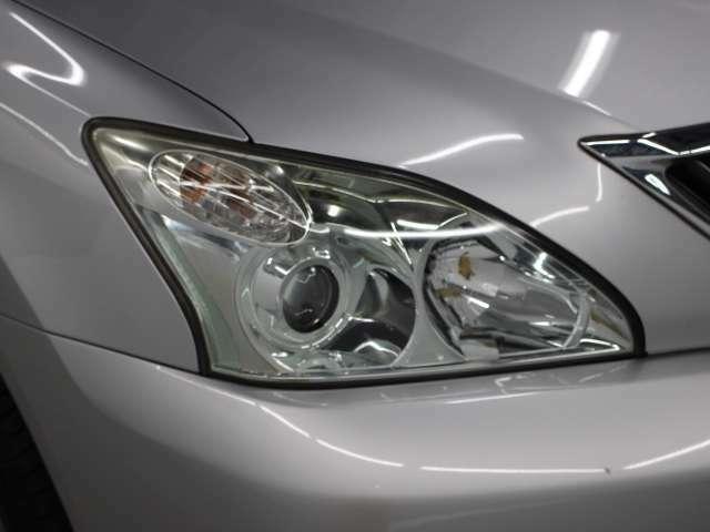 ディスチャージヘッドランプにはヘッドランプコントロールシステム「インテリジェントAFS」を採用。さまざまな走行状況に応じて、より見やすい配光を提供します。